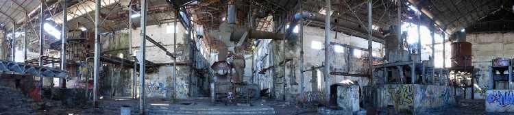 A pierrefonds un temple industriel abandonn for Interieur usine