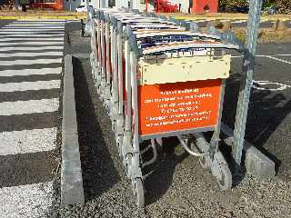 Octobre 2012 - Travaux de réhabilitation de l'aéroport de Pierrefonds - Chariots à bagages